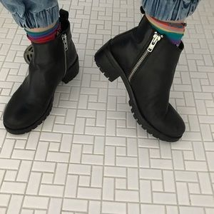 NWOT UO zippered chunky leather Chelsea boot